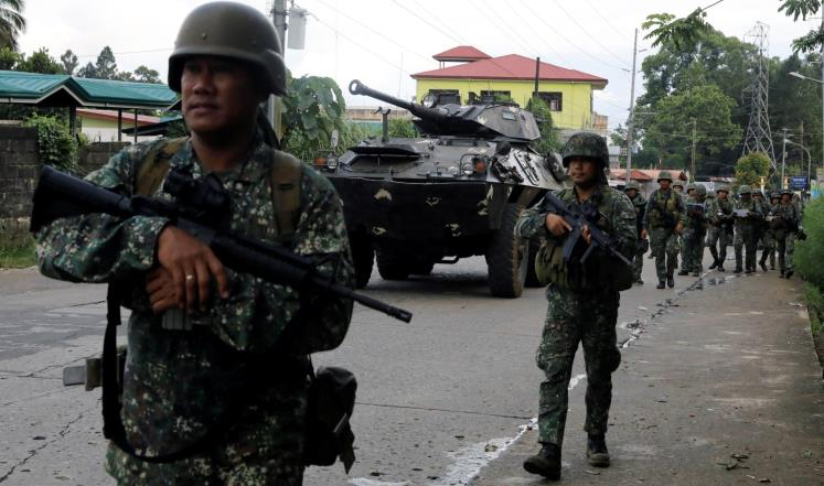 "Photo of ""الجيش الفلبيني"" يقتل قياديّين متشددَين يتبعان ""داعش"""