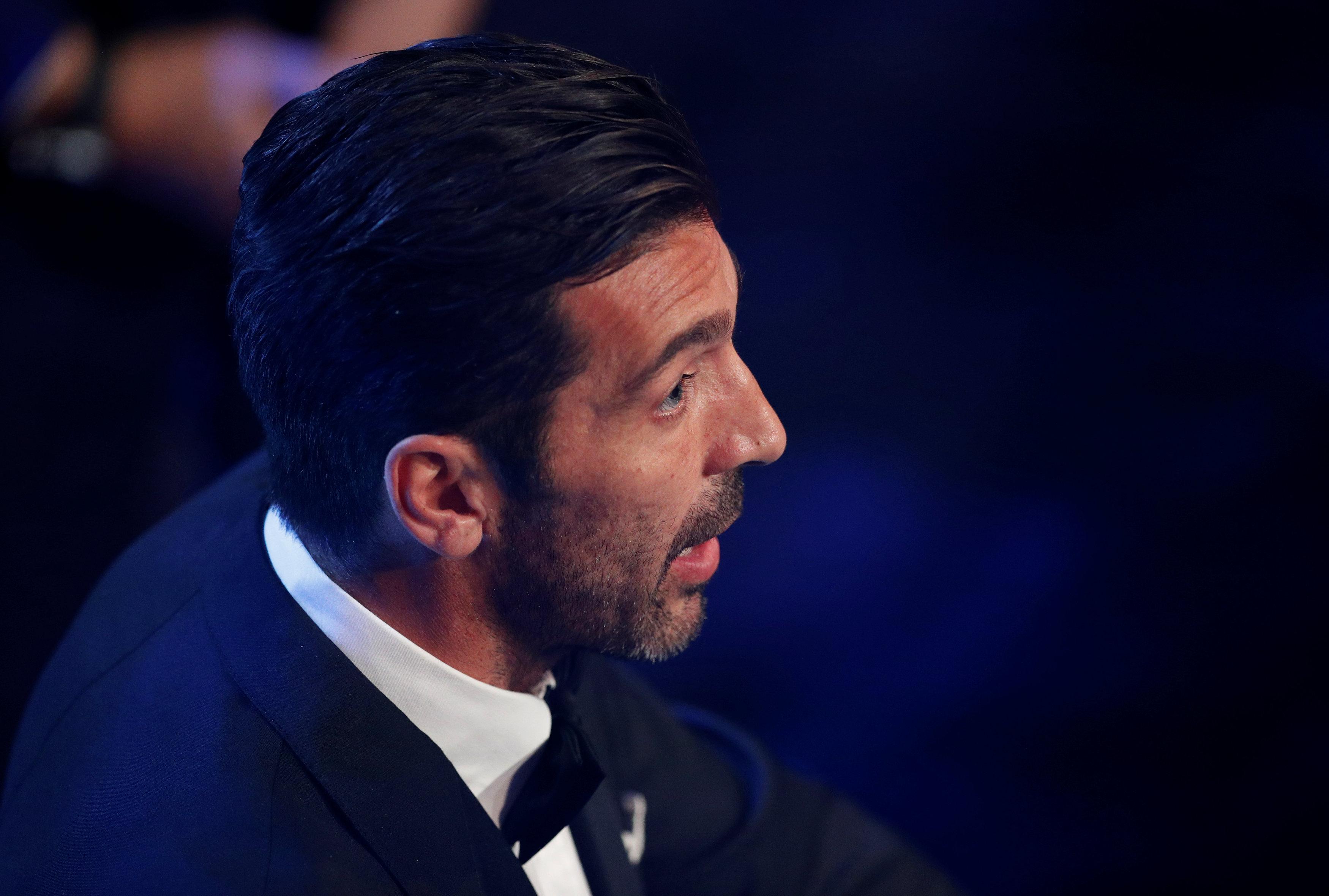 بوفون يفوز بجائزة أفضل حارس مرمى في العالم