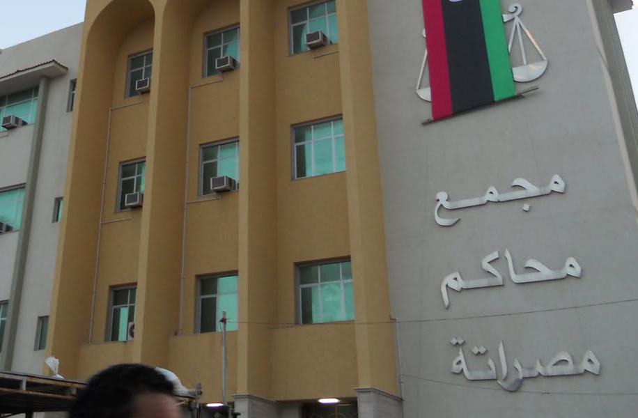 صورة سماع أصوات اشتباكات ودوي انفجار قرب مجمع المحاكم في مدينة مصراتة