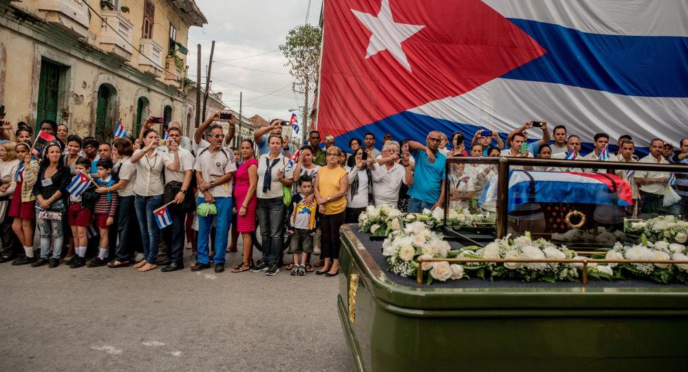 طرد 15 دبلوماسيا كوبيا