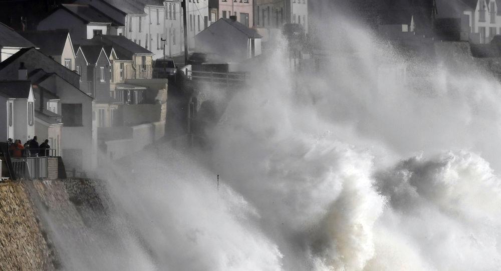الإعصار لان