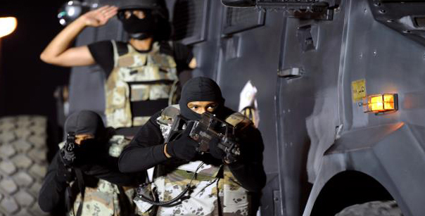 صورة قتلى وجرحى بهجوم مسلح عند باب القصر الملكي السعودي في جدّة