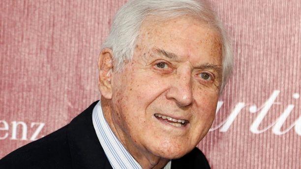 صورة وفاة مونتي هول مقدم برنامج (لنعقد صفقة) عن 96 عاما
