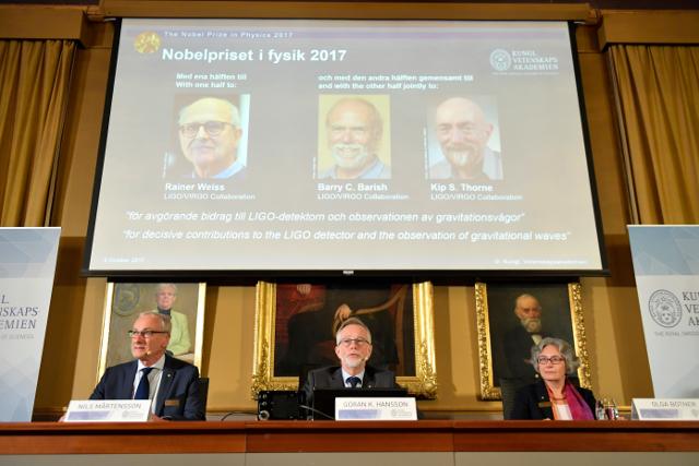 Photo of فوز 3 علماء أمريكيين بجائزة نوبل في الفيزياء