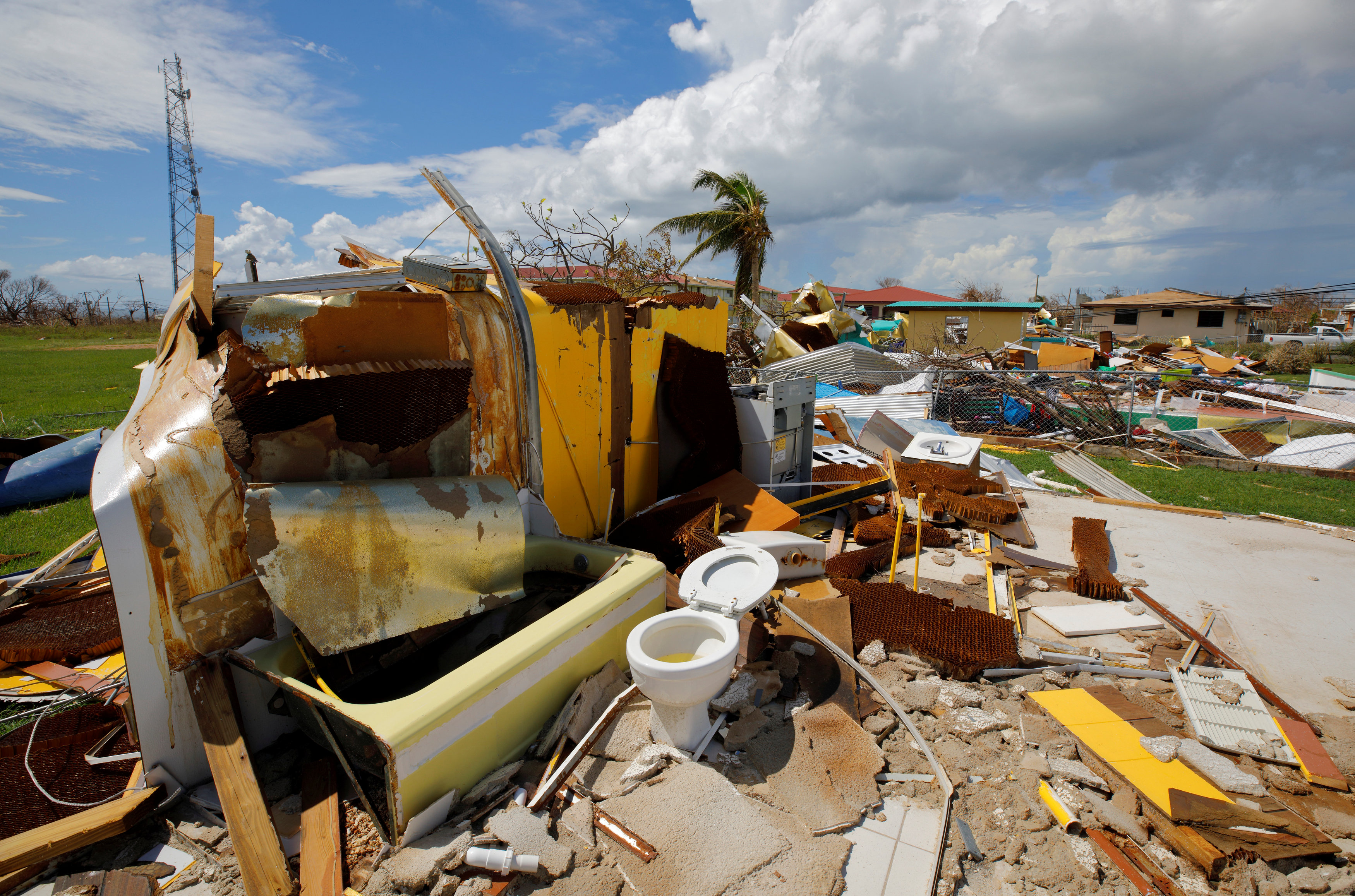 """أثار الإعصار """"ماريا"""""""