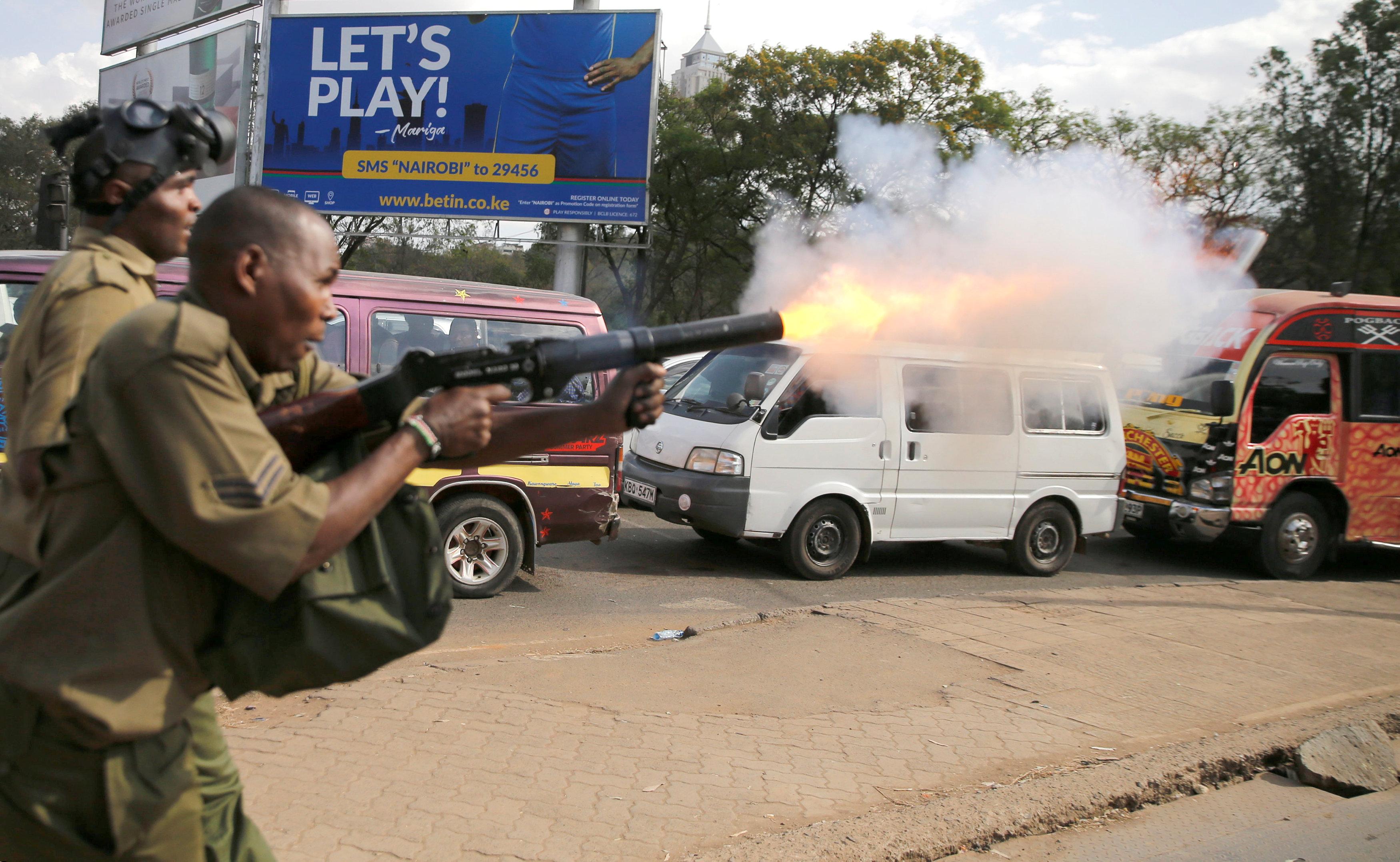 Photo of الشرطة الكينية تطلق الغاز المسيل للدموع على محتجين في العاصمة