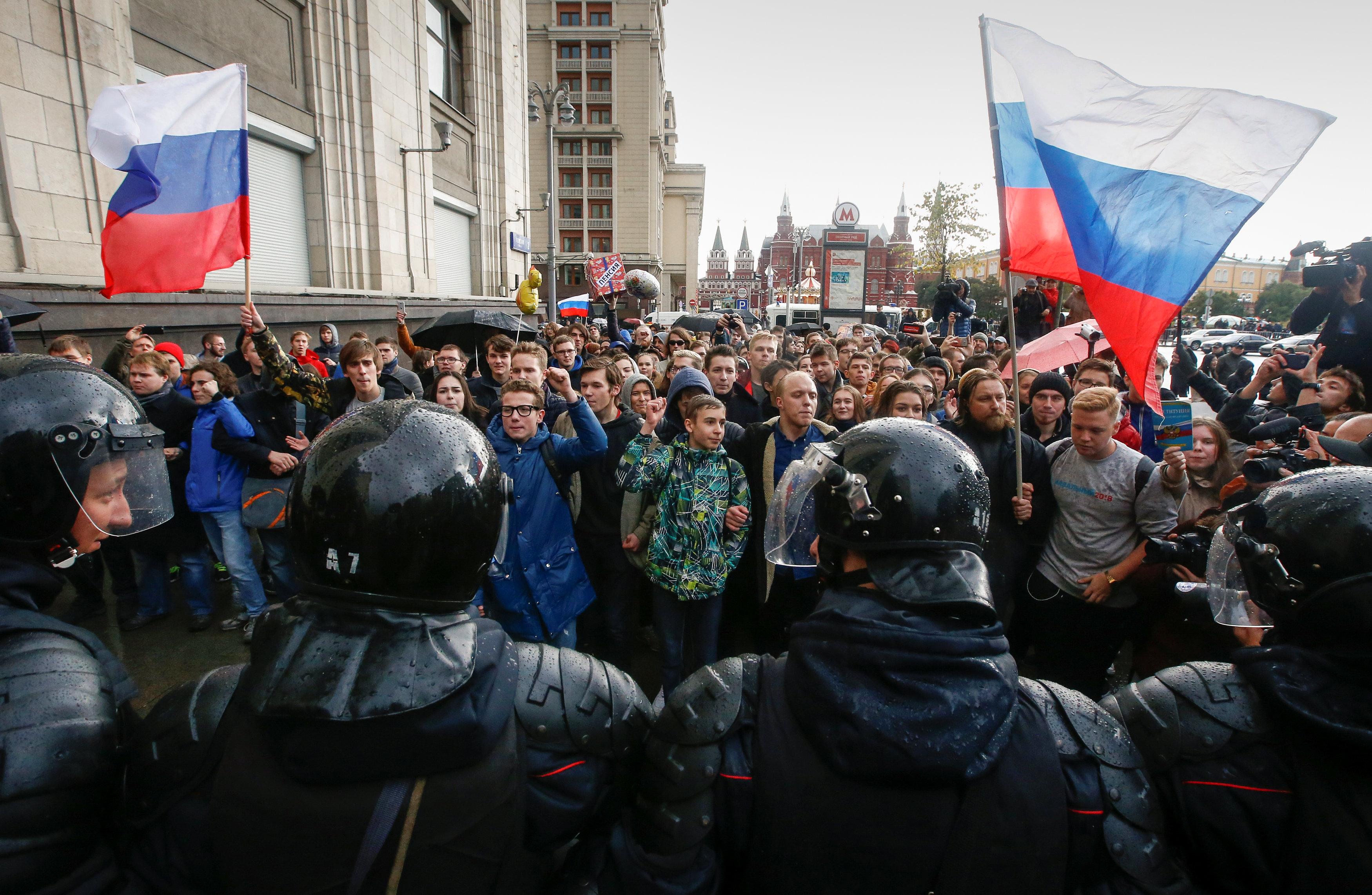 مؤيدو المعارض الروسي و الشرطة