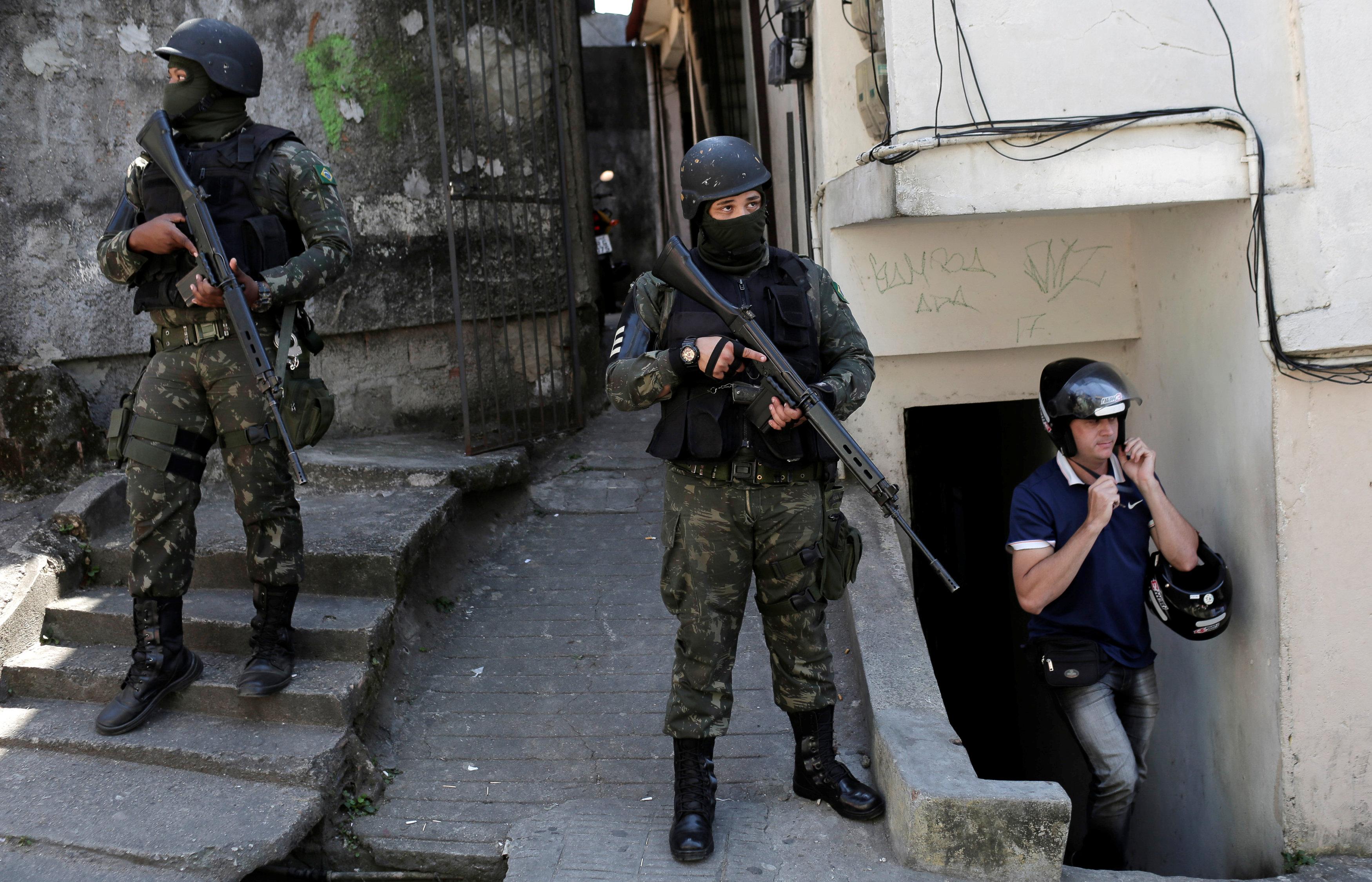 الشرطة البرازيلية أثناء العملية