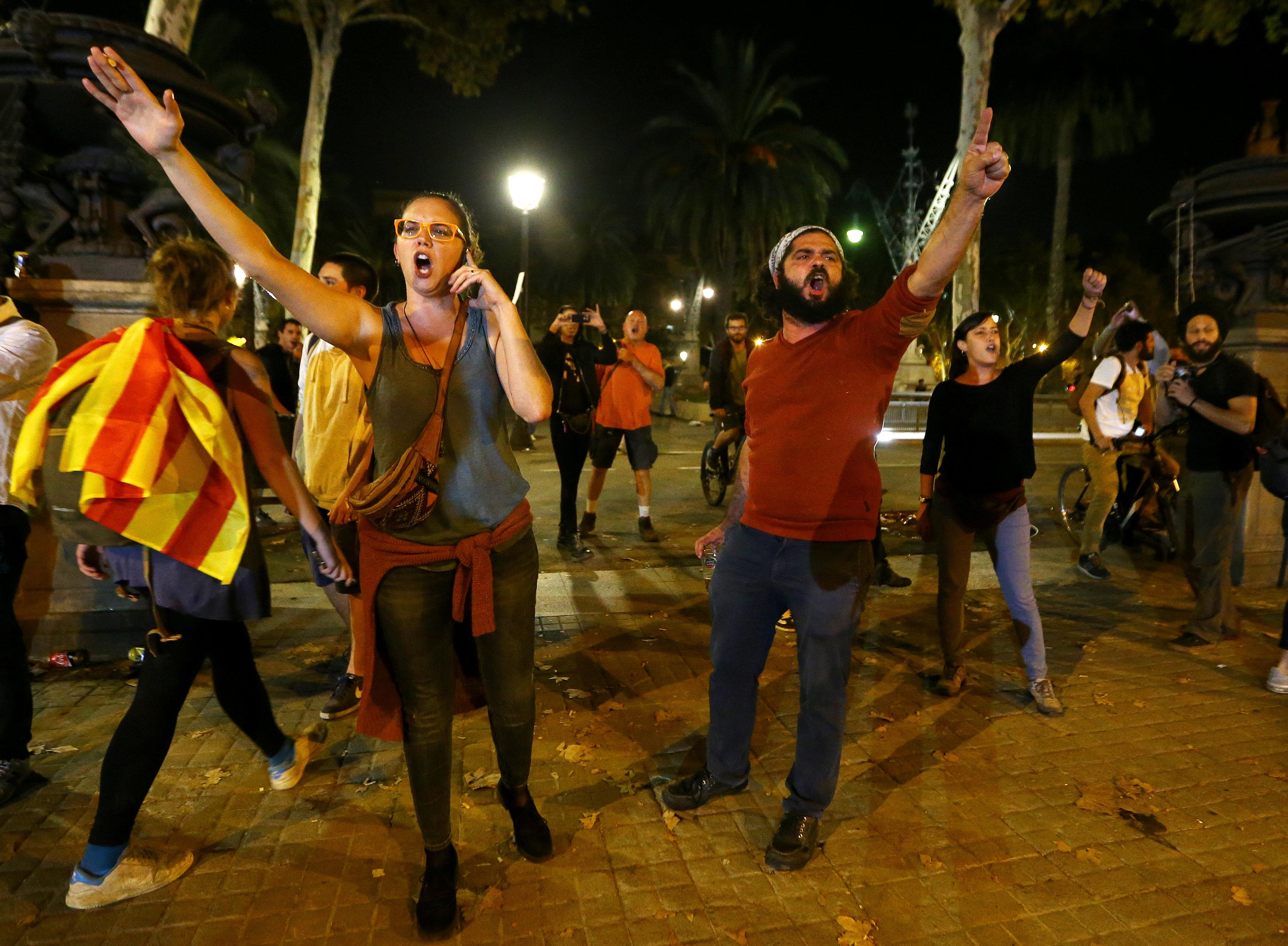 Photo of مدريد ردا على إعلان استقلال كاتالونيا: رئيس الإقليم لا يعرف إلى أين يسير
