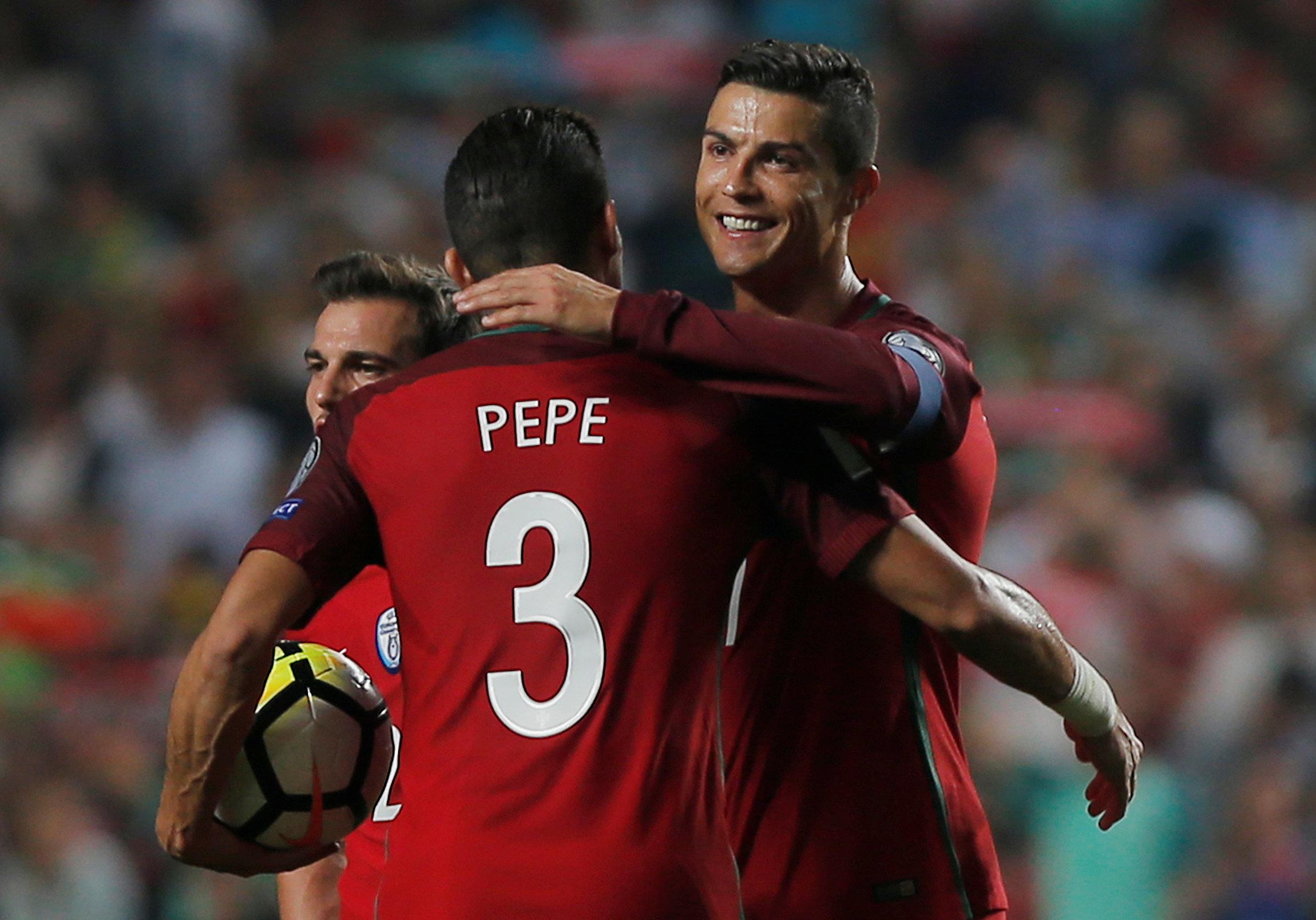 Photo of البرتغال تنتفض على سويسرا وتتأهل لروسيا