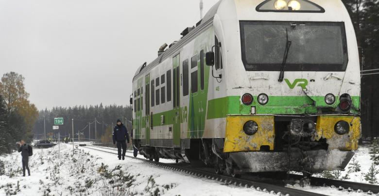 تصادم قطار ومركبة عسكرية بفنلندا