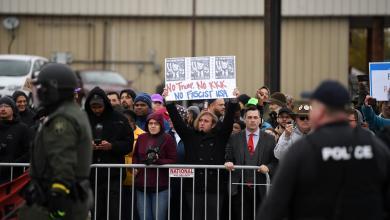 احتجاجات مناهضة للاجئين