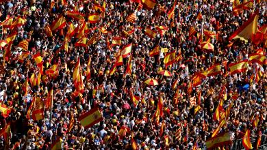 Photo of عشرات الألوف يتظاهرون في برشلونة دعما لوحدة إسبانيا