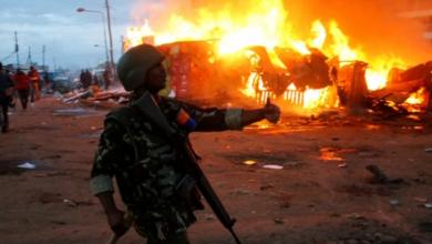 Photo of في حي كيني فقير يشهد توترا.. شائعة تنتهي بحرائق وسقوط قتيل