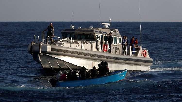 صورة انتشال 8 جثث بعد تصادم سفينة تونسية وزورق مهاجرين