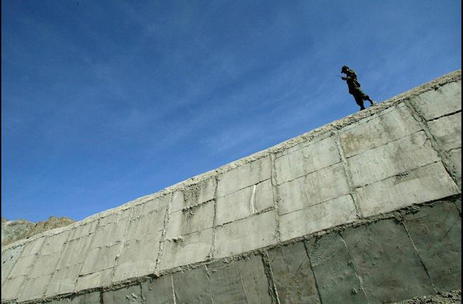 Photo of القرى الواقعة على الحدود الباكستانية الأفغانية تستعد لتقسيم على غرار جدار برلين