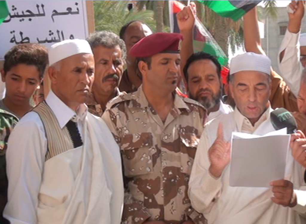 Photo of سكان مدينة العجيلات ينادون بتفعيل مؤسسات الدولة