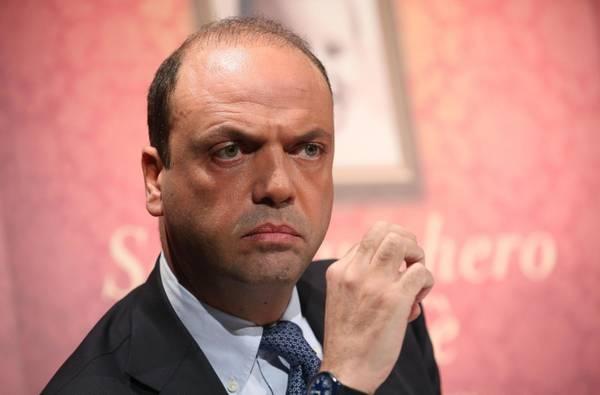"Photo of ""ألفانو"": سنمنع مقاتلي ""داعش"" من التسلل مع ""المهاجرين"""