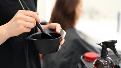 Photo of طالبة يابانية ترفع دعوى على مدرسة حكومية أجبرتها على صبغ شعرها