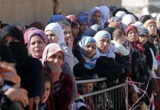 """مدرسة لبنانية تفتح أبواب """"الخلاص"""" للاجئات سوريات"""