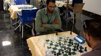 "Photo of ""الوطنية للنفط"" تهرب من رائحة البترول إلى رقعة ""الشطرنج""!"