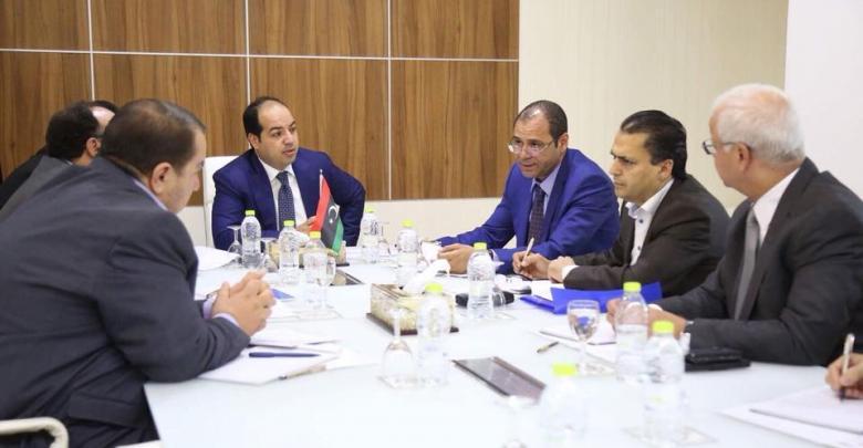 معيتيق يلتقي عددا من وزراء الوفاق في طرابلس