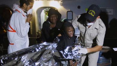 خفر السواحل ينقذ 300 مهاجر