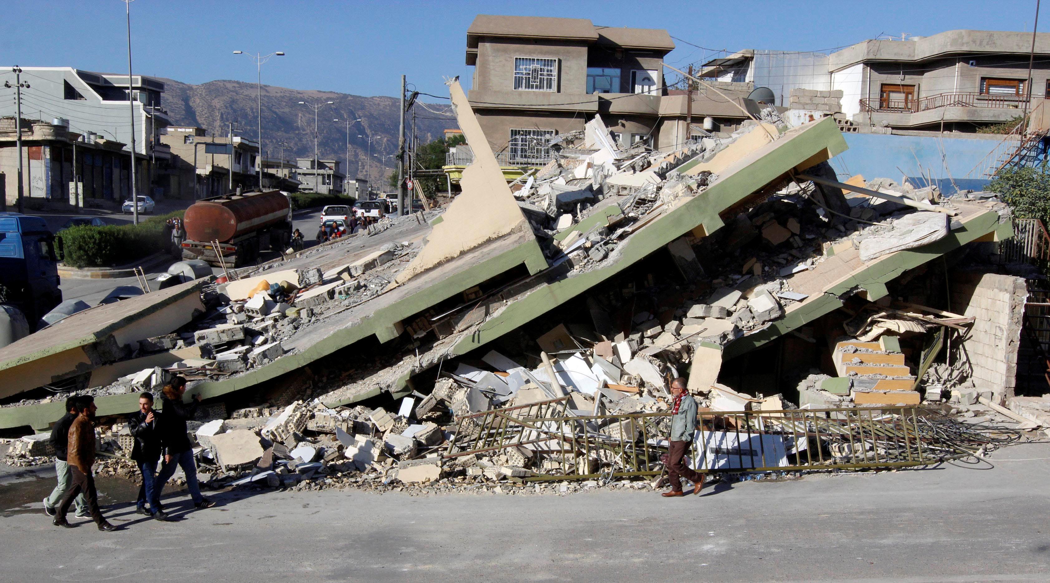 الزلزال في إيران