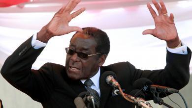"""Photo of """"موغابي"""" يرفض التنحّي ويصر على أنه الحاكم """"الشرعي"""" للبلاد"""
