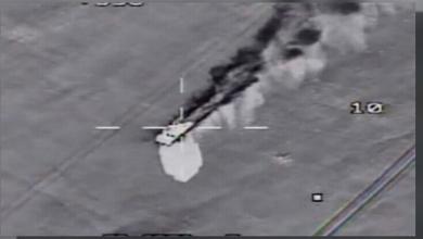 صورة مقاتلات مصرية تُدمِّر 10 سيارات وأسلحة على الحدود مع ليبيا