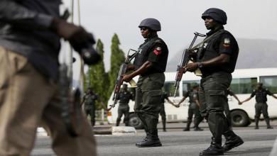 Photo of الشرطة النيجيرية تقتل مشتبها به وتعتقل اثنين