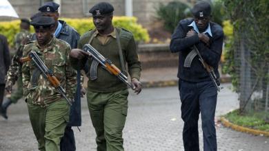 Photo of الشرطة الكينية تطلق النار في الهواء لتفريق محتجين