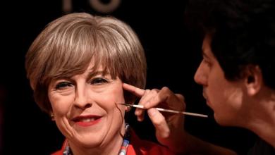 صورة تمثال مُبتسم لرئيسة وزراء بريطانيا يُخفي عذاباتها فترة الحكم