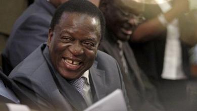 إمرسون منانغاغوا نائب رئيس زيمبابوي السابق في صورة من أرشيف رويترز.
