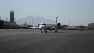 طائرة تحمل عمال إغاثة تهبط في مطار صنعاء يوم السبت. صورة لرويترز تستخدم في الاغراض التحريرية فقط ويحظر إعادة بيعها أو الاحتفاظ بها
