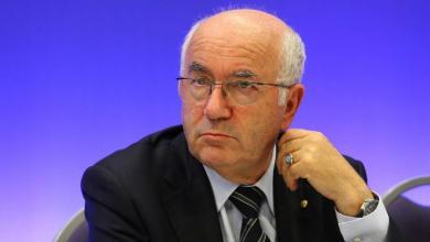 رئيس الاتحاد الإيطالي لكرة القدم كارلو تافيكيو