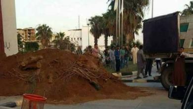 Photo of توقف بث إذاعة زليتن المحلية وإغلاق مقر المجلس البلدي بسواتر ترابية