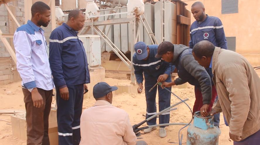 فرقة الصيانة في مكتب الشركة العامة للكهرباء في منطقة الغريفة