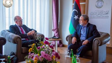 عبدالرحمن السويحلي في لقائه مع السفير الهولندي في ليبيا إيريك ستراتينغ