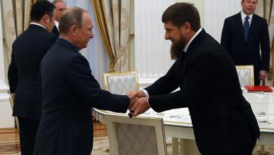 """Photo of """"موسكو"""" و""""قديروف"""" يُخرجان طبيبين بيلاروسيين """"احتُجِزا"""" في ليبيا"""