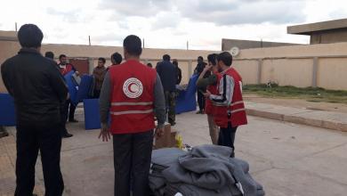 صورة الهلال الأحمر يُوزع مُساعدات كبيرة للنازحين
