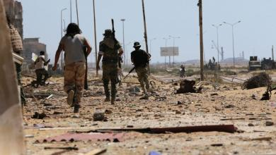 "Photo of بنغازي.. ""القناصة والألغام"" تُبطّئ تقدم الجيش الوطني"