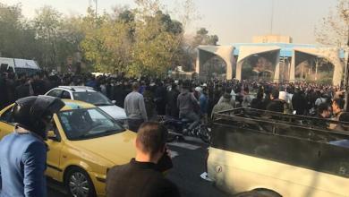 "Photo of إيرانيون ""يتجاهلون"" دعوات روحاني لـ""احتجاج بلا عنف"""