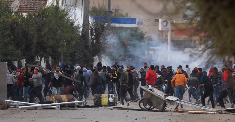 محتجين مناهضين للحكومة في العاصمة تونس