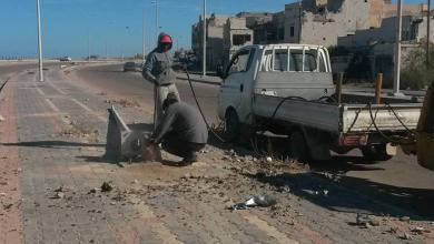 """Photo of إنارة طريق الشط.. خطوة لـ""""إعمار الكهرباء"""" في سرت"""