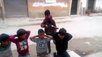 """Photo of الإعدام في الشوارع.. """"لعبة"""" أطفال بنغازي"""