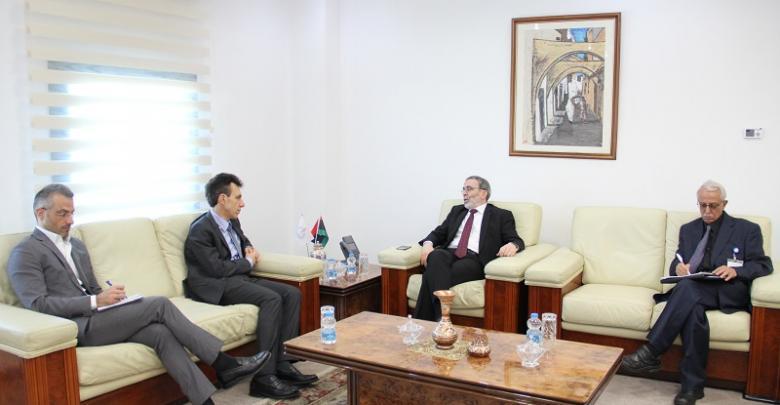 مصطفى صنع الله والسفير الإيطالي لدى ليبيا جوزيبي بيروني