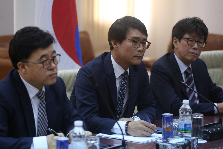 وفد من كوريا الجنوبية خلال زيارته للشركة العامة للكهرباء