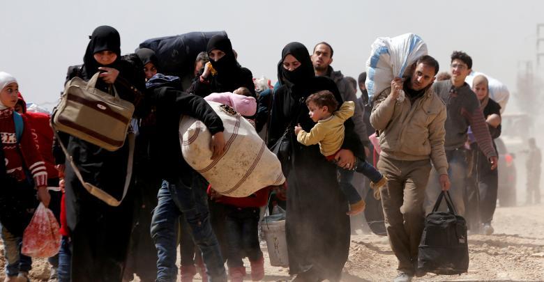 سوريين يفرون من مدنهم