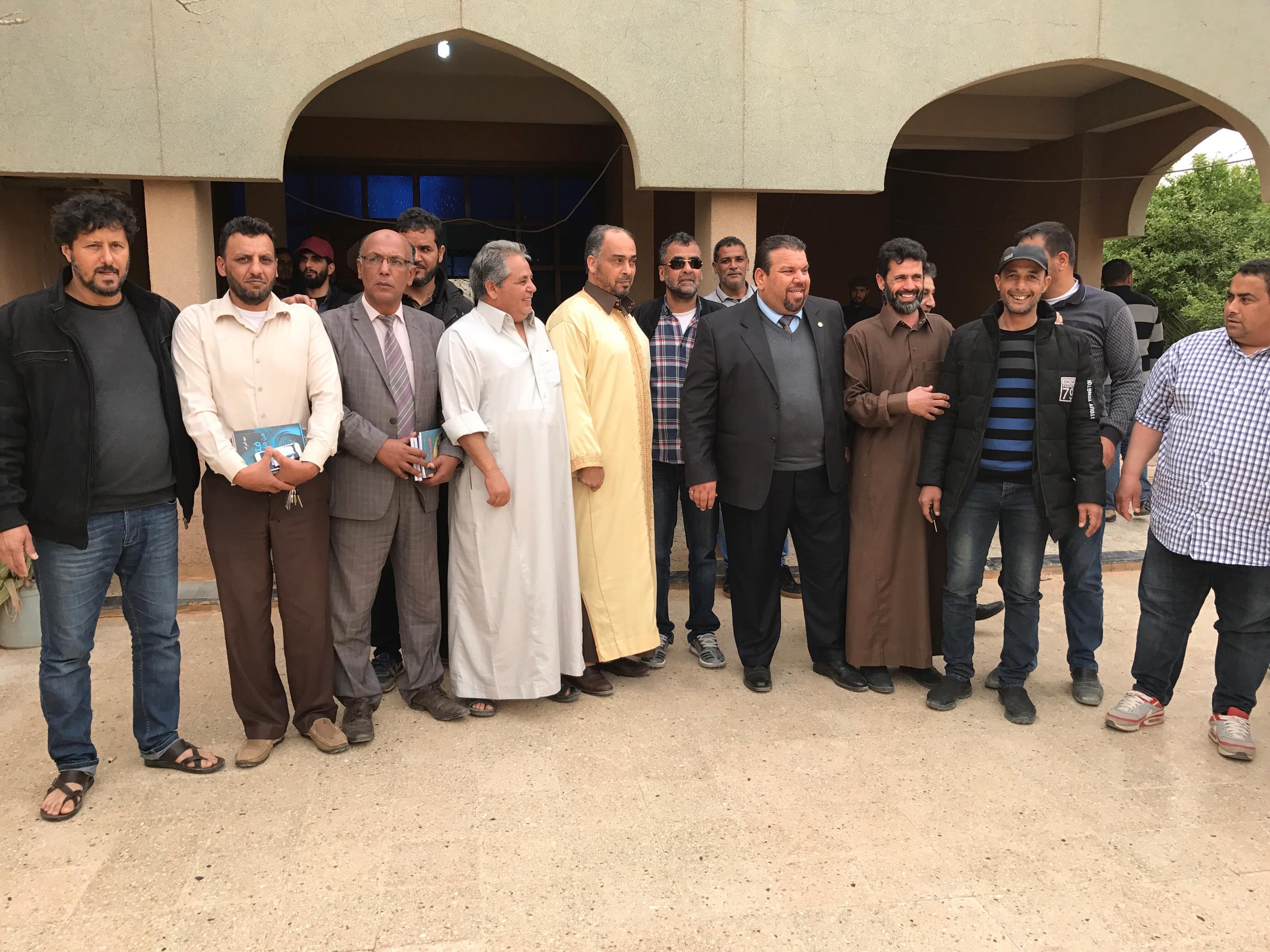 حسن ونيس أثاء زيارته لتقديم التعازي لأسرة الكاتب الراحل سعيد خير الله صالح